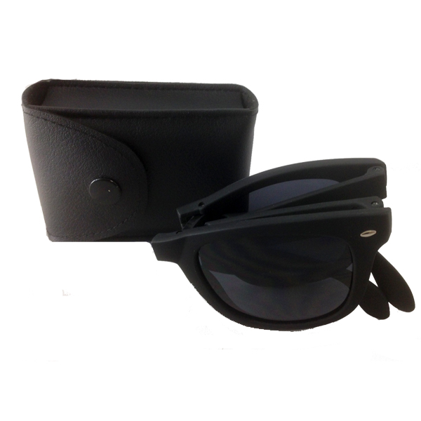 Foldable sunglasses with black matte wayfarer design