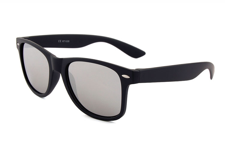Black wayfarers with mirror lenses
