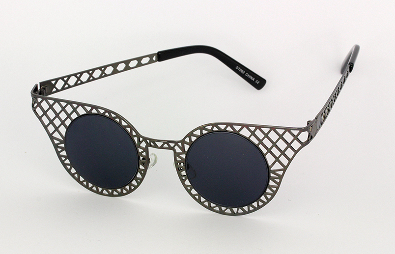 Lovely black metal grid sunglasses in cateye design
