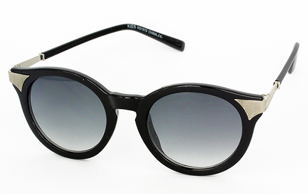 Round sunglasses in black with silver corners