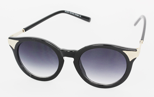 Round sunglasses in simple design with silver corners