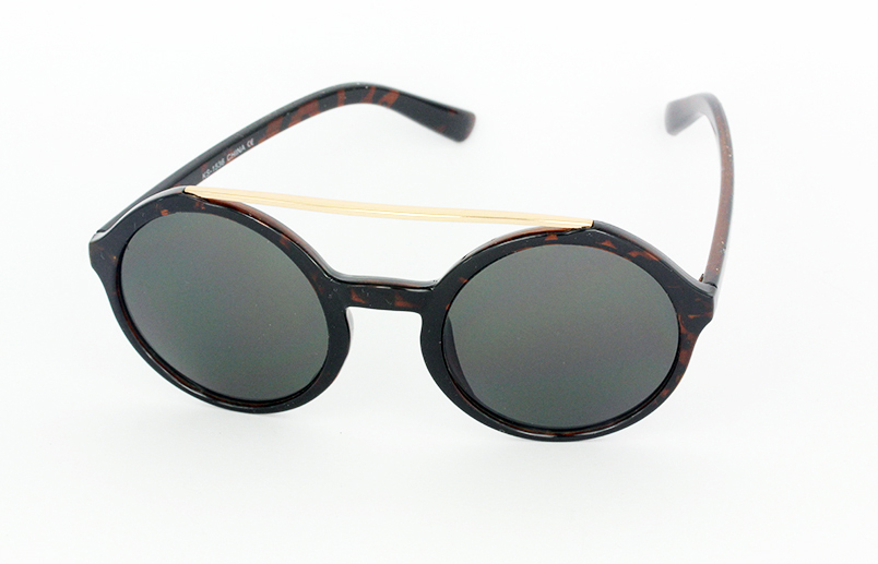 Large round sunglasses in dark tortoiseshell