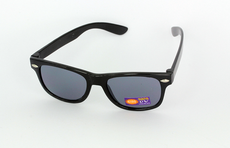 Kids sunglasses in black wayfarer look