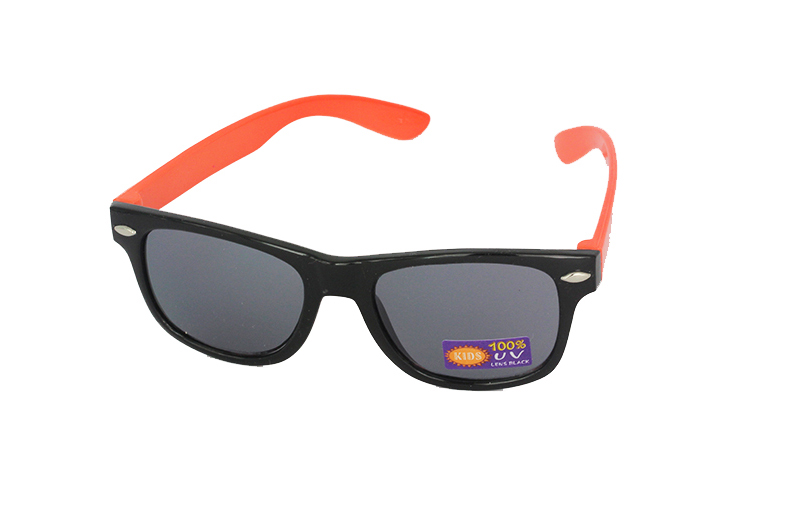 Sunglasses for children in black with orange arms