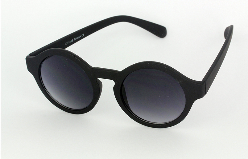 Round modern black sunglasses in modern design
