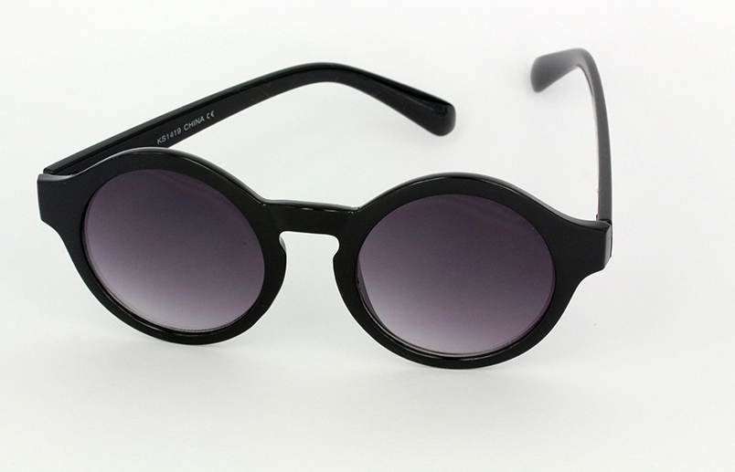 Round modern matte black sunglasses in modern design