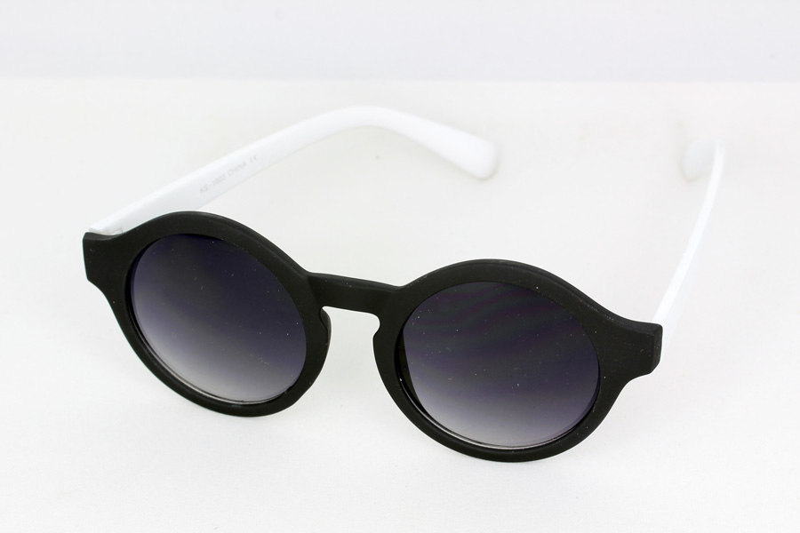 Matte black round sunglasses