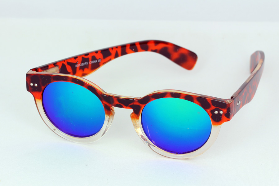 Sunglasses with round design and blue mirror lenses