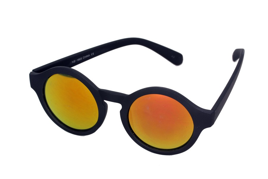Matte round sunglasses in black with mirror lenses