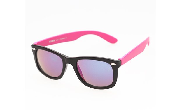 Cheap sunglasses in black with pink arms