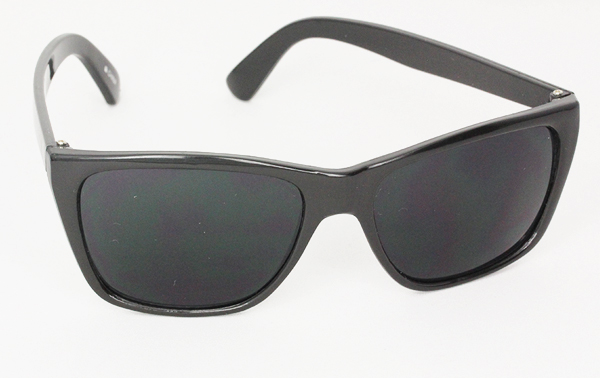 Simple black masculine sunglasses in wayfarer look