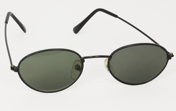Oval unisex sunglasses in black