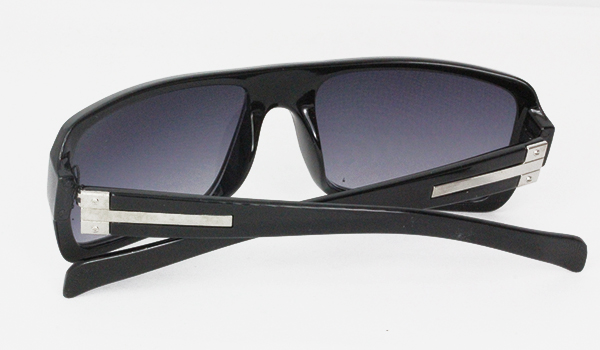 Black sunglasses with metal details - sunlooper.co.uk - billede 2