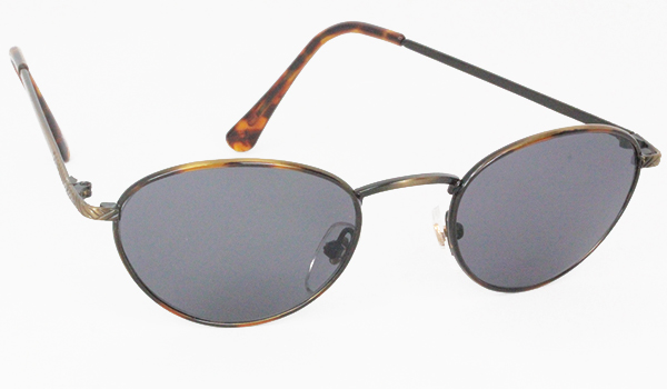 Oval modern sunglasses with grey lenses