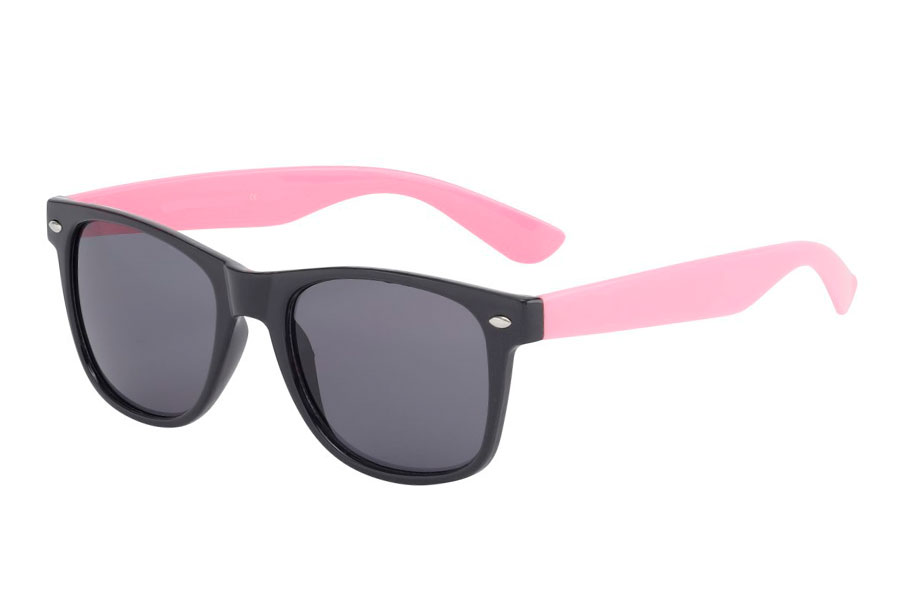 Black and pink sunglasses in wayfarer look