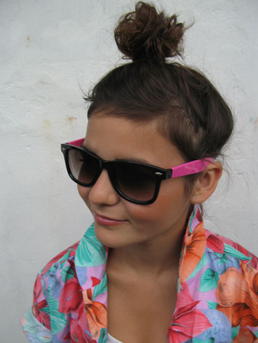 Black and pink sunglasses in wayfarer look - sunlooper.co.uk - billede 2