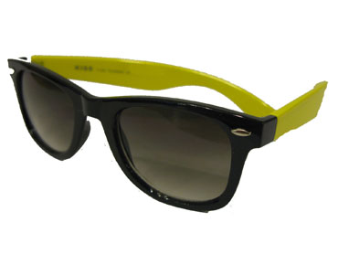 Black wayfarers with yellow