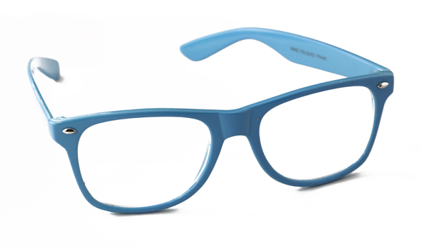 Bright blue sunglasses in wayfarer look