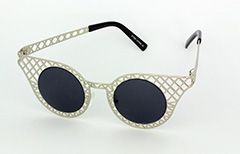 Lovely silver metal grid sunglasses in cateye design - Design nr. 1033