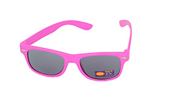 Kids sunglasses in pink wayfarer look
