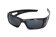 Black mens sunglasses in macho design