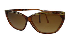 Cateye sunglasses with gold pattern