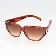 Tortoiseshell sunglasses with flowers