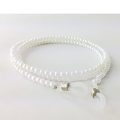 Glasses cord with pearlescent pearls