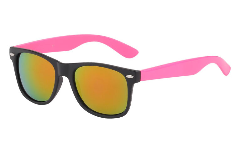 Wayfarer with multi-coloured lenses