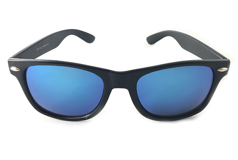 Wayfarer sunglasses with blue lenses