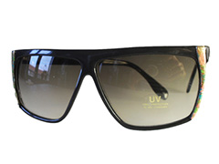Black-edged sunglasses with flower pattern