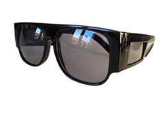 Sunglasses with side protection