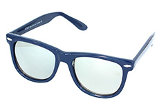 Lovely dark blue Wayfarer