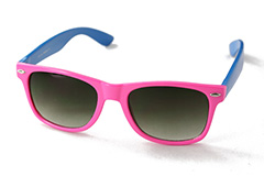 Wayfarer sunglasses in pink with blue arms